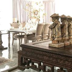 海外の自宅にも至るところにシノワズリなデコレーションをしています。 こちらはお気に入りのシノワな音楽隊、5人組。ずっと昔に手に入れてから大切にしています。 彼らから見える桜もなかなか美しいです✨ #interior #chinoiserie #living#china#home#classic #style #lebonbon  #インテリア#デコレーション#自宅#シノワズリ#シノワ#オリエンタル#テーブル#スタイル#ルボンボン #アンティーク