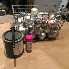 DIY, kerstballen oud, sober en roestig - Cozystuff.nl Diy Christmas Ornaments, Xmas Crafts, Recycling, Tips, Home Decor, Xmas, Paper, Christmas, Crafting