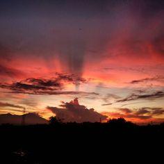 Good Morning - Happy Sunday SEMANGAT PAGI dari Mataram . . #happy #sunday #weekend #burningsky #sunrise #cloud #sky #pink #cloudlover #nature #landscape #like #follow #topicture #srn_msc #luarbiasa #indah #amazing #yop #beautiful #cantik #gowes #angry #pagi #great #shine by surana.ntb