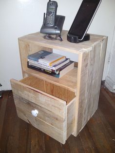 bur o mesa de noche con un cajn nightstand with a drawer tarima