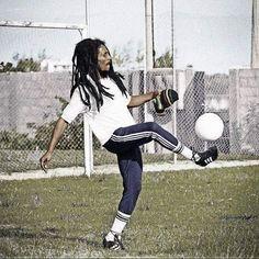 **Bob Marley** Barra da Tijuca, Rio de Janeiro, Brazil, March 1980. Football camp of Chico Buarque. More fantastic pictures, music and videos of *Robert Nesta Marley* on: https://de.pinterest.com/ReggaeHeart/