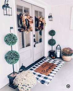 47 Stylish Diy Farmhouse Front Porch Decoration Ideas Stilvolle Diy Bauernhaus Veranda Dekoration Id Front Door Porch, Front Door Decor, Front Doors, Porch Roof, Garage Doors, Porche Frontal, Farmhouse Front Porches, Diy Exterior, House With Porch