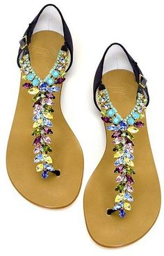 Sandals Summer Bejeweled Sandals - There is nothing more comfortable and cool to wear on your feet during the heat season than some flat sandals. Pretty Shoes, Beautiful Shoes, Cute Shoes, Me Too Shoes, Boho Sandals, Cute Sandals, Flat Sandals, Beaded Sandals, Sparkly Sandals