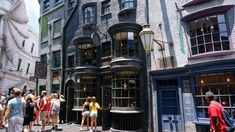 We present our complete insider's guide to Early Park Admission at Universal Studios Florida and Islands of Adventure, including Diagon Alley.