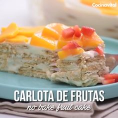 Add color to this classic dessert, the Fruit Carlota! Take out the refractory and prepare it at home, it is a cold dessert that will put you to enjoy its s Mexican Food Recipes, Sweet Recipes, Cake Recipes, Snack Recipes, Dessert Recipes, Cooking Recipes, Snacks, Oven Cooking, Cooking Videos