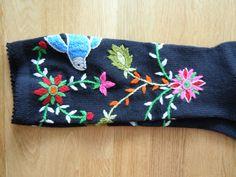 Asta Sepp's socks from Saarenmaa. Knit Socks, Knitting Socks, Coin Purse, Purses, Wallet, Fashion, Hands, Handbags, Moda