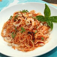 One Pan Spaghetti with Spicy Marinara and Shrimp. A great meal to enjoy with the family or friends that can be cook in minutes. Delish!!! #AllstarsBarilla #AllrecipesAllstars #MyAllrecipes