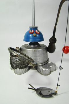 Welcome to Bill's Retro Robots!  Where vintage kitchen items become found object sculptures,  whimsical robots,  silly tin pets, and other s...