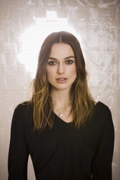 Keira Knightley - el álbum del Club de Fans Keira Knightley Chanel, Keira Christina Knightley, English Actresses, British Actresses, Elizabeth Swann, Natural Hair Styles, Long Hair Styles, Female Images, Celebrity Hairstyles