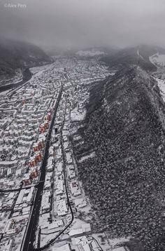 Piatra Neamț Foto: Alex Pers  #romaniaazi #piatraneamt #oras #priveliste #iarna #urban Railroad Tracks, City Photo, Train Tracks