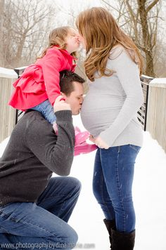 Maternity photos in the SNOW! Pic with older sibling Metro Detroit Macomb MI Photographer www.photographybydinamarie.com