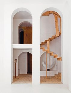 Un labyrinthe a Barcelone : Xavier Corbero, Barcelone, Espagne, escalier, sculptures.