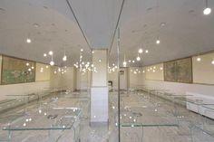 LE CUCINE DI VILLA REALE, Monza, Italy, 2014   FUNGHETTI crystal high tables by #PieroLissoni - BENT GLASS STOOL by #NaotoFukasawa   #lecucinedivillareale #glasitalia www.glasitalia.com