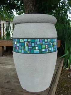 Mosaic Planters, Mosaic Vase, Mosaic Flower Pots, Concrete Planters, Mosaic Tiles, Pebble Mosaic, Concrete Garden, Mosaic Crafts, Mosaic Projects