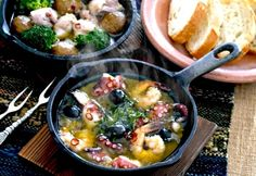 Camping Meals, Outdoor Cooking, Paella, Food And Drink, Chicken, Meat, Ethnic Recipes, Kitchen, Outdoor Life