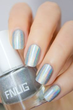 The best holographic polish! FNUG Psychedelic: http://sonailicious.com/holographic-polish-fnug-psychedelic-review/