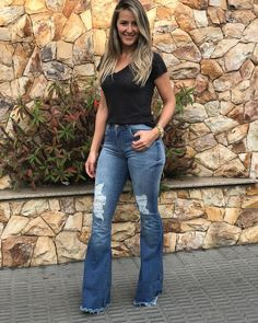 Fashion Brands, Fashion Show, Fashion Outfits, Womens Fashion, Bell Bottom Pants, Bell Bottoms, Pretty Outfits, Cute Outfits, Estilo Jeans