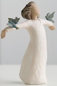 Happiness Willow Tree Figurine by Susan Lordi New Demdaco 26130 Willow Tree Susan Lordi, Willow Tree Engel, Willow Tree Statues, Willow Figurines, Wooden Figurines, Willow Tree Figuren, Hand Carved, Hand Painted, Angel Sculpture