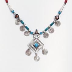 Colier unicat Tharu, argint, coral, turcoaz tibetan, Nepal  #metaphora #silverjewelry #silverjewellery #nepal #necklace #turquoise #coral Tibetan Jewelry, Pandora Charms, Nepal, Silver Jewelry, Projects To Try, Charmed, Turquoise, Jewellery, Bracelets