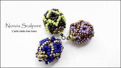 Materiale: Rocailles di due colori, in base alla grandezza che si desidera si possono scegliere le misure delle rocailles. 2 cipolloti da inserire all'intern...