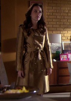 Blair's gold trench coat on Gossip Girl.  Outfit details: http://wornontv.net/3378/