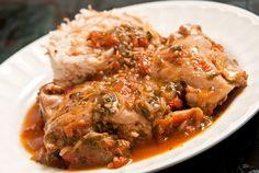 Pollo entomatado con hierbas - Comedera.Com