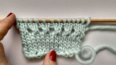 COME INIZIARE UN LAVORO CON PUNTE - The Blog - IT Cast Off, It Cast, Knitting Stitches, Knitting Patterns, Easy Stitch, Tricks, Fingerless Gloves, Arm Warmers, Lana