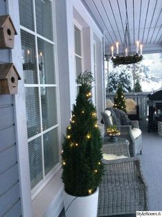 Christmas lights, terrace Source by Winter Christmas, Christmas Home, Christmas Lights, Christmas Wreaths, Christmas Decorations, Holiday Decor, Diy Weihnachten, Newport, Porch