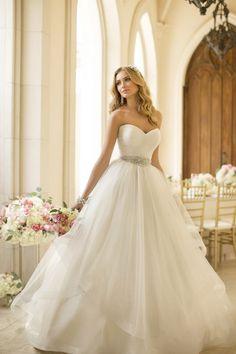 A modern princess Tulle wedding dress ballgown that we adore! #weddingdress #gown {@stellayorkbride}