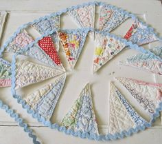 Made from a cutter quilt - so very sweet Bunting Banner Garland in Blue Vintage Dresden Plate Quilt and Rick Rack Old Quilts, Vintage Quilts, Vintage Linen, Antique Quilts, Quilting Projects, Sewing Projects, Craft Projects, Craft Ideas, Fabric Crafts