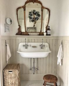 Spanish Home Interior 20 Extraordinary Diy Bathroom Decor Ideas You Should Have Now.Spanish Home Interior 20 Extraordinary Diy Bathroom Decor Ideas You Should Have Now Vintage Bathroom Decor, Vintage Bathrooms, Chic Bathrooms, Diy Bathroom Decor, Farmhouse Bathrooms, Bathroom Sconces, Bathroom Cabinets, Budget Bathroom, Ikea Bathroom