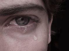 Laura- J'ai choisi cette image parce qu'elle représente quand Jean a pleuré. Jean a pleuré pour la première fois en dix-neuf ans. Cela montre que Jean n'est pas vraiment une mauvaise personne juste parce qu'il a fait une mauvaise chose.