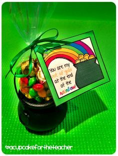 A Cupcake for the Teacher: St. Pat's Gift Idea {Freebie}