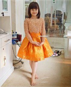 51 Ideas for baby girl pink dress shops Dress Brukat, Kebaya Dress, Mom Dress, Batik Dress, Kebaya Lace, Kebaya Brokat, Dress Girl, Baby Girl Pink Dress, Dresses Kids Girl