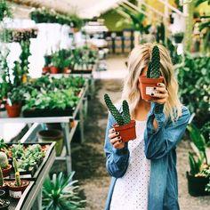 girl, plants, and cactus image Plante Crassula, Plants Are Friends, Foto Instagram, Disney Instagram, Foto Pose, Cacti And Succulents, Cacti Garden, Planting Flowers, Beautiful