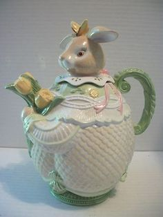 Tammany Devine 2000 Easter Bunny Rabbit Teapot w Flowers Lacy Collar   I actually have this one in my Tea Pot Collection
