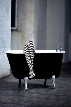 Are the legs thin or does the stripes change it? Black N White, Black White Photos, Black And White Photography, Image Deco, Striped Socks, Clawfoot Bathtub, Pop Art, Kittens, Stripes