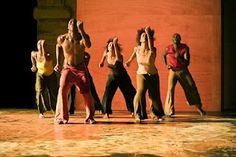 SOUL DANCE... danse...: Danse africaine, s'y initier -  Au son des rythmes des percussions, la danse africaine est un moyen d'expression très dynamique et énergique.   Dans les sociétés occidentales, la pratique de la danse africaine a beaucoup de succès. Elle permet, entre autres, d'évacuer le stress des journées de travail. http://www.artpreneure.com/2012/05/danse-africaine-sy-initier.html#sthash.Y9n3UO78.dpuf