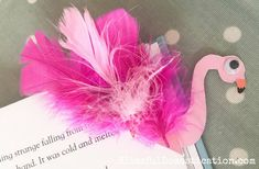 Try this Back to School craft of making this very simple Flamingo Corner Bookmark. If flamingos aren't your thing then there are lots of other idea too! Bee Crafts For Kids, Back To School Crafts, Sewing Projects For Kids, Diy For Kids, Bookmarks Kids, Corner Bookmarks, Handmade Bookmarks, Geek Cross Stitch, Cross Stitch Bookmarks