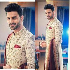 He is looking sooo handosme Royal look❤❤❤ . . . @vivekdahiya08 (#yhm#yehhaimohabbatein#love#beautiful#marvellous#acting#serial#starplus#indianserial#kavach #vivekdhaiya)