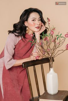 Vietnamese Clothing, Modern Asian, New Years Outfit, Girls Uniforms, Ao Dai, Fashion Quotes, Ulzzang Girl, Traditional Dresses, Asian Girl