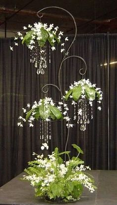 63 ideas for outdoor planters and DIY projects- 63 Ideen für Outdoor-Pflanzgefäße und DIY-Projekte 63 Ideas for Outdoor Planters and DIY Projects —————————————- ———- ————- 63 Ideas for outdoor planters and DIY projectsThe herb garden is one - Hanging Plants, Indoor Plants, Hanging Orchid, Diy Hanging, Hanging Baskets, Garden Art, Garden Design, Herb Garden, Garden Ideas