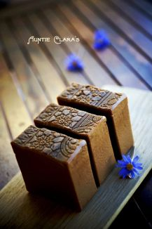 One of my favorite soapers! Her soap is art. Savon Soap, Homemade Soap Recipes, Homemade Cards, Handmade Soaps, Diy Soaps, Handmade Headbands, Handmade Crafts, Handmade Rugs, Best Cleaning Products