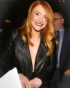 Bryce Dallas Howard Beautiful Redhead, Beautiful Soul, Beautiful People, Bryce Dallas Howard, Shades Of Red Hair, Red Hair Color, Calendario Editable, Celebrity Faces, White Bralette