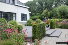 Dutch garden in Sleevwijk designed by Hans van Horssen based in Gorinchem. Photography by Hans van Horssen Source: Garden Design by Carolyn Mullet.