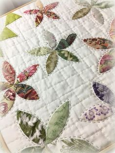 Hand quilting thread ideas New Ideas Hand Quilting Patterns, Quilting Templates, Quilting Thread, Quilting Projects, Crazy Quilting, Quilting Ideas, Embroidery Stitches, Crazy Patchwork, Embroidery Designs