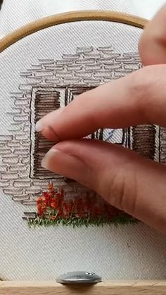 Hand Embroidery Videos, Hand Embroidery Tutorial, Embroidery Flowers Pattern, Simple Embroidery, Hand Embroidery Stitches, Crewel Embroidery, Embroidery Hoop Art, Embroidery Techniques, Sewing Art