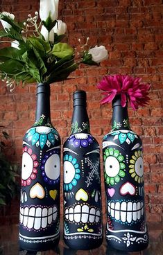 Handmade, handpainted upcycled Mexican Day of the Dead Sugar Skull wine bottles. Handpainted with matt black paint and multicoloured acrylic paint. Recycled Glass Bottles, Painted Wine Bottles, Vintage Bottles, Diy Candle Holders, Diy Candles, Bottle Painting, Bottle Art, Sugar Skull Art, Sugar Skulls