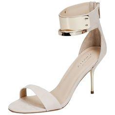 Elegante weiße Sandaletten von Carvela. Diese umwerfenden Schuhe haben einen Reißverschluss und glänzen durch ihren goldfarbenen Absatz und Verzierungen. Passen schön zu weißen Kleidern.