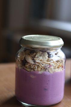 Bei Lea gab es stylisches Frühstück: Sojajoghurt und Müsli im Glas